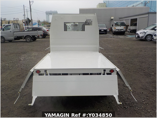 It is a picture of the white daihatsu hijet dump in 2020,Sub Photo 5 Stock No.Y034850