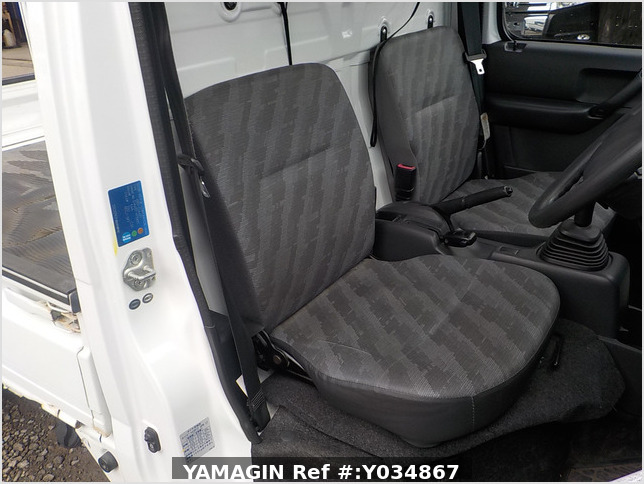 It is a picture of the white suzuki carry truck in 2006,Sub Photo 10 Stock No.Y034867