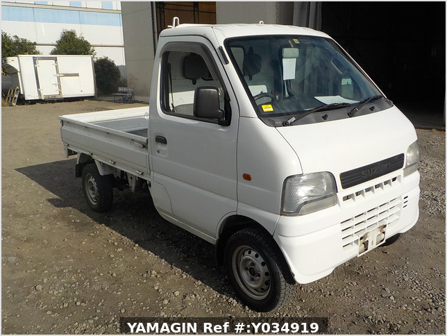 It is a picture of the white suzuki carry truck in 2001,Sub Photo 0 Stock No.Y034919