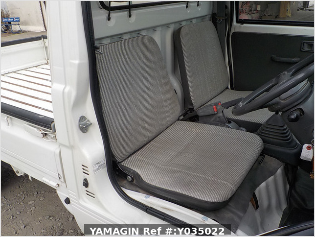 It is a picture of the white daihatsu hijet truck in 1998,Sub Photo 11 Stock No.Y035022
