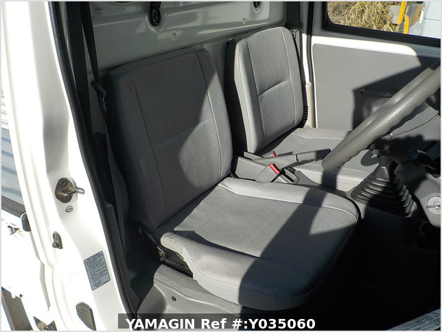 It is a picture of the white mitsubishi minicab  truck in 2002,Sub Photo 7 Stock No.Y035060