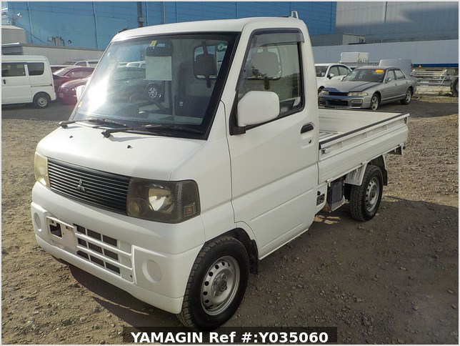It is a picture of the white mitsubishi minicab  truck in 2002,Sub Photo 1 Stock No.Y035060