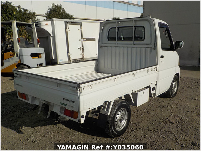 It is a picture of the white mitsubishi minicab  truck in 2002,Sub Photo 2 Stock No.Y035060