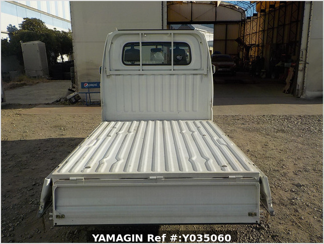 It is a picture of the white mitsubishi minicab  truck in 2002,Sub Photo 4 Stock No.Y035060