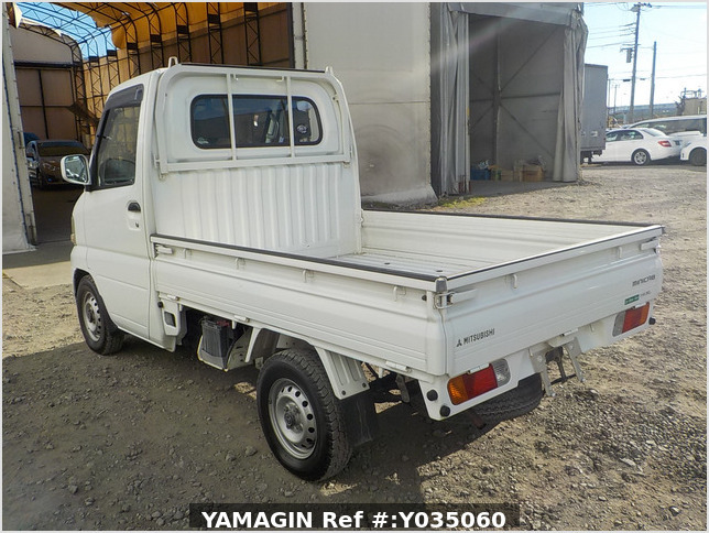 It is a picture of the white mitsubishi minicab  truck in 2002,Sub Photo 3 Stock No.Y035060