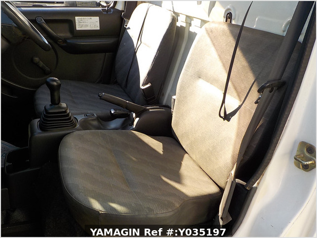 It is a picture of the white suzuki carry dump in 2005,Sub Photo 8 Stock No.Y035197