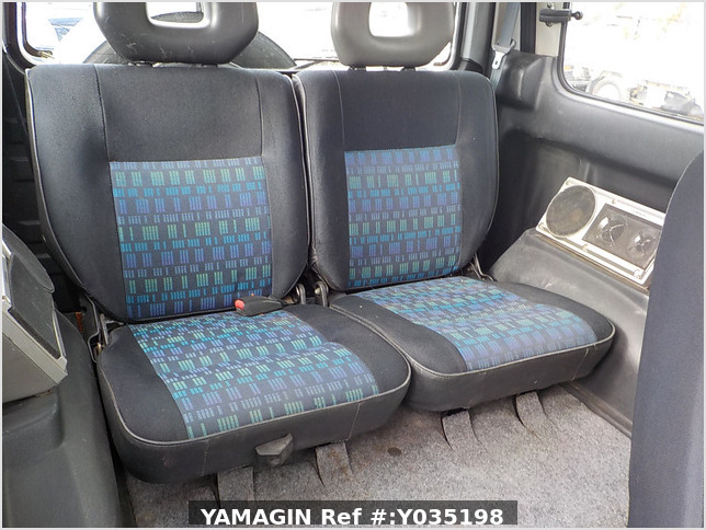 It is a picture of the silver suzuki jimny in 1996,Sub Photo 9 Stock No.Y035198