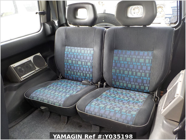 It is a picture of the silver suzuki jimny in 1996,Sub Photo 11 Stock No.Y035198