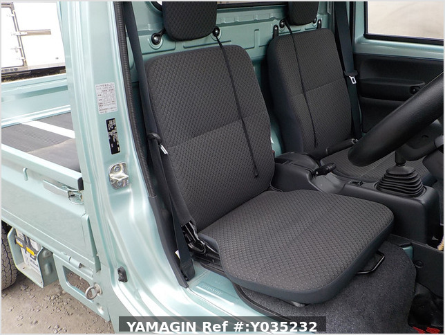 It is a picture of the green  suzuki carry truck in 2016,Sub Photo 7 Stock No.Y035232