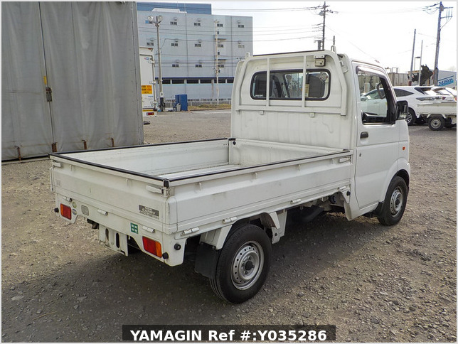 It is a picture of the white suzuki carry truck in 2005,Sub Photo 2 Stock No.Y035286