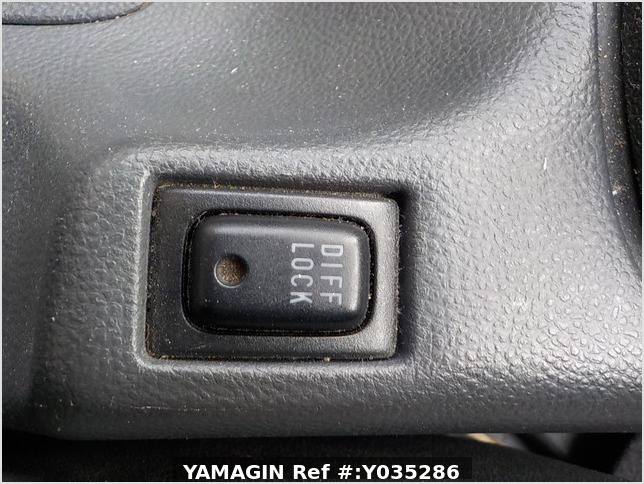 It is a picture of the white suzuki carry truck in 2005,Sub Photo 9 Stock No.Y035286
