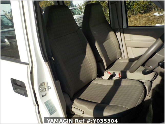 It is a picture of the white suzuki every passenger van in 2007,Sub Photo 17 Stock No.Y035304