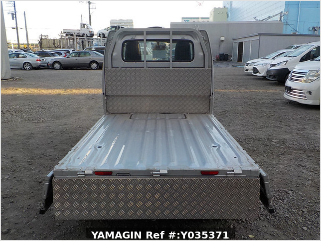 It is a picture of the silver suzuki carry truck in 2018,Sub Photo 4 Stock No.Y035371