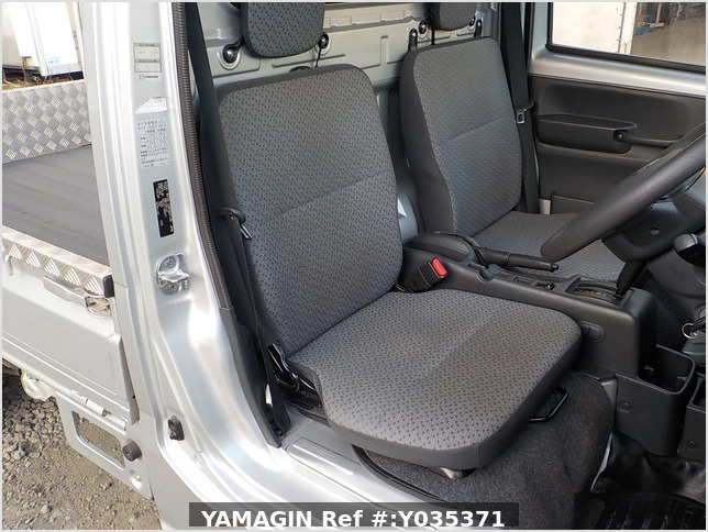 It is a picture of the silver suzuki carry truck in 2018,Sub Photo 10 Stock No.Y035371