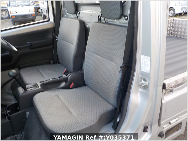 It is a picture of the silver suzuki carry truck in 2018,Sub Photo 11 Stock No.Y035371
