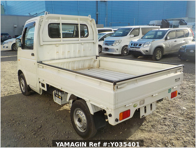 It is a picture of the white suzuki carry truck in 2006,Sub Photo 3 Stock No.Y035401