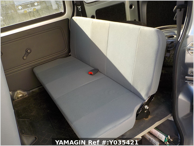 It is a picture of the silver daihatsu hijet passenger van in 2015,Sub Photo 13 Stock No.Y035421