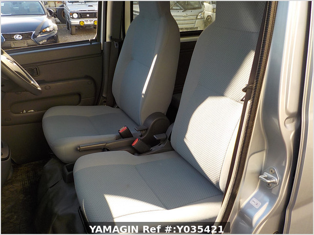 It is a picture of the silver daihatsu hijet passenger van in 2015,Sub Photo 12 Stock No.Y035421