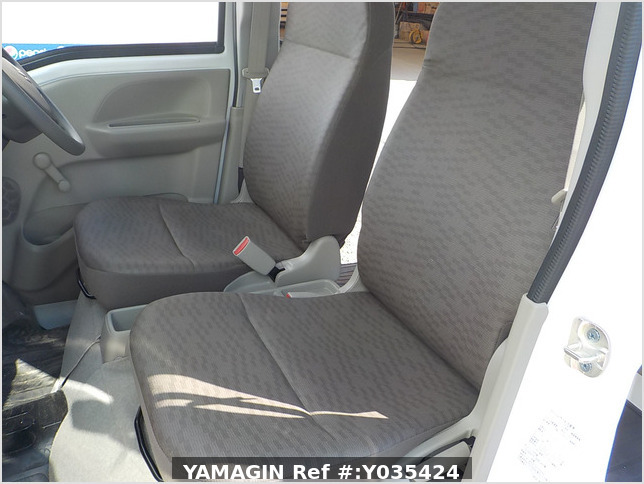 It is a picture of the white suzuki every passenger van in 2019,Sub Photo 12 Stock No.Y035424