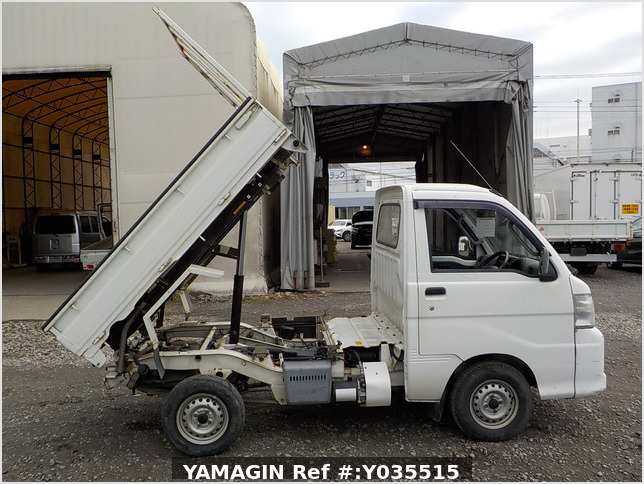 It is a picture of the white daihatsu hijet scissors dump in 2005,Sub Photo 7 Stock No.Y035515
