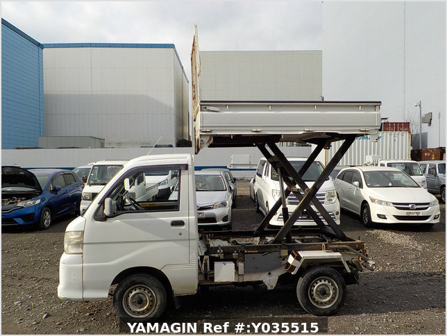 It is a picture of the white daihatsu hijet scissors dump in 2005,Sub Photo 9 Stock No.Y035515