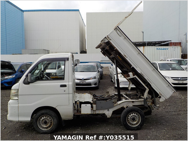 It is a picture of the white daihatsu hijet scissors dump in 2005,Sub Photo 8 Stock No.Y035515