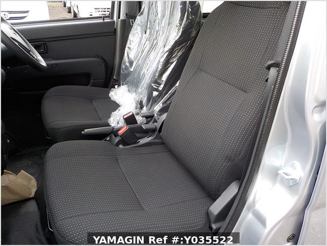 It is a picture of the silver daihatsu hijet passenger van in 2020,Sub Photo 13 Stock No.Y035522