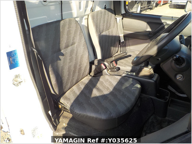 It is a picture of the white suzuki carry dump in 2010,Sub Photo 6 Stock No.Y035625