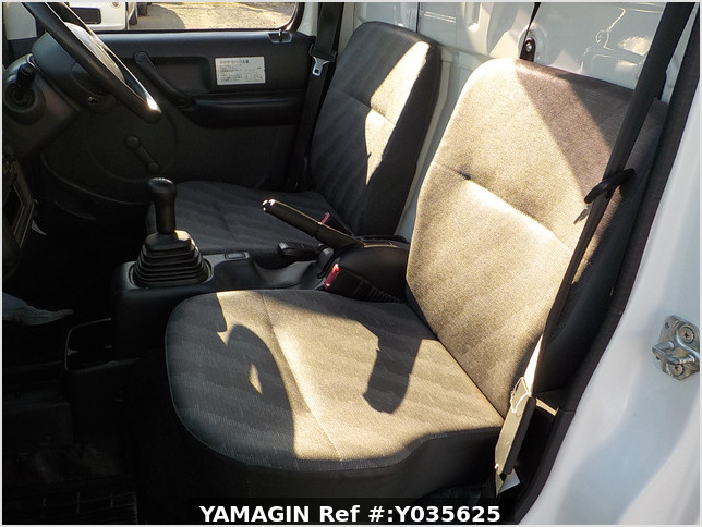 It is a picture of the white suzuki carry dump in 2010,Sub Photo 7 Stock No.Y035625