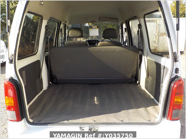 It is a picture of the white suzuki every passenger van in 2003,Sub Photo 5 Stock No.Y035750