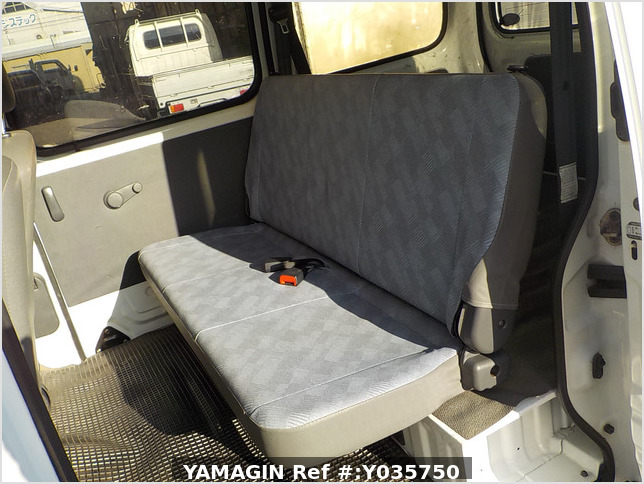 It is a picture of the white suzuki every passenger van in 2003,Sub Photo 10 Stock No.Y035750