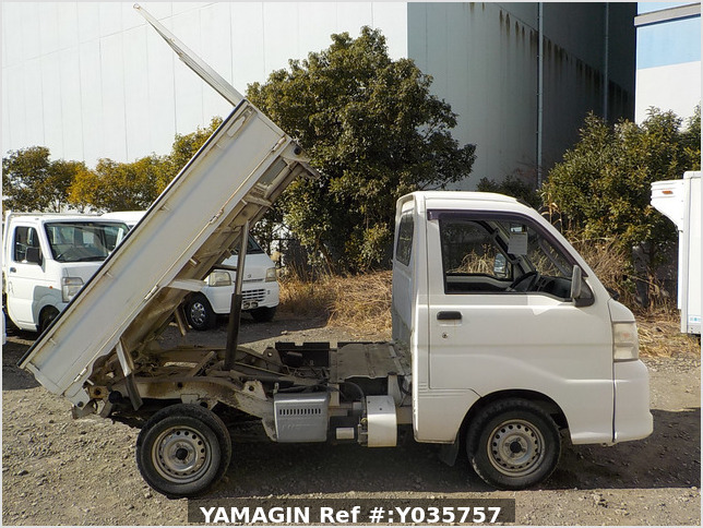 It is a picture of the white daihatsu hijet dump in 2007,Sub Photo 0 Stock No.Y035757