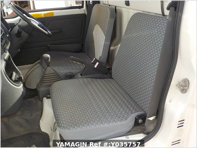 It is a picture of the white daihatsu hijet dump in 2007,Sub Photo 11 Stock No.Y035757