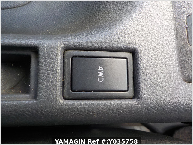 It is a picture of the white suzuki carry truck in 2007,Sub Photo 7 Stock No.Y035758