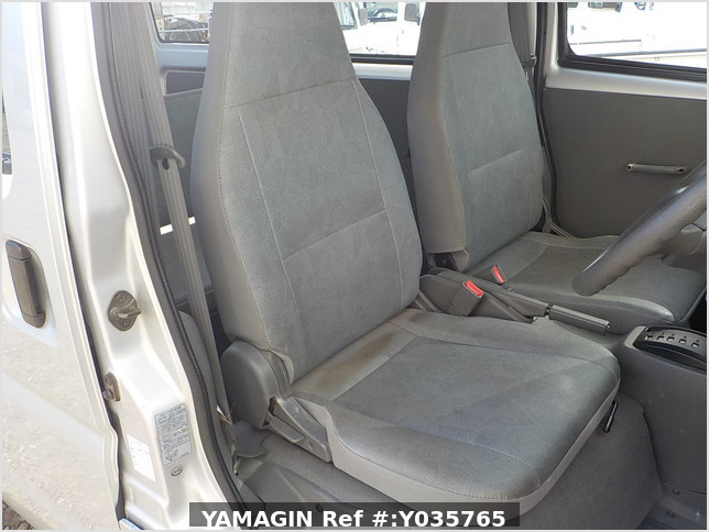 It is a picture of the silver mitsubishi minicab passenger van in 2003,Sub Photo 10 Stock No.Y035765