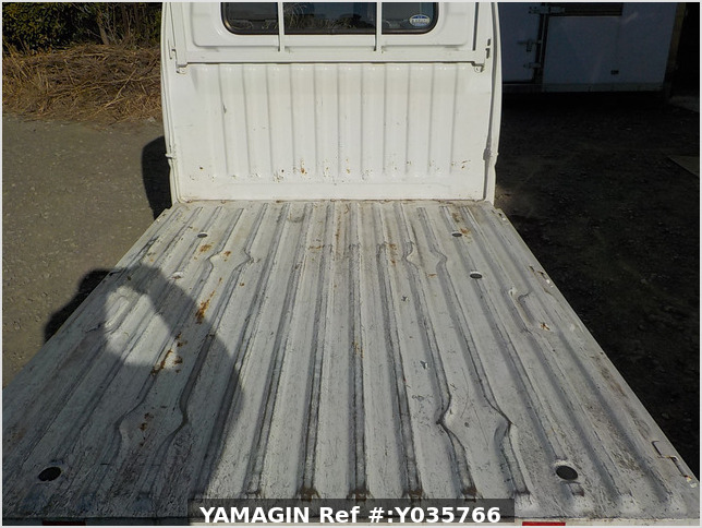 It is a picture of the white mitsubishi minicab truck in 2002,Sub Photo 5 Stock No.Y035766