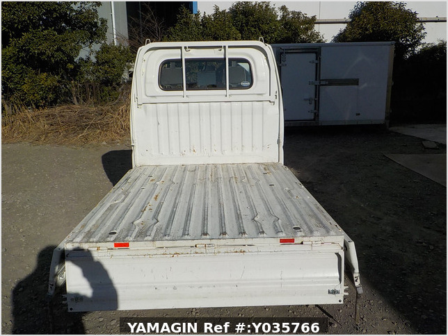 It is a picture of the white mitsubishi minicab truck in 2002,Sub Photo 4 Stock No.Y035766
