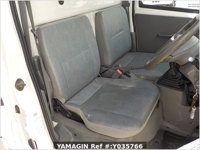 It is a picture of the white mitsubishi minicab truck in 2002,Sub Photo 12 Stock No.Y035766