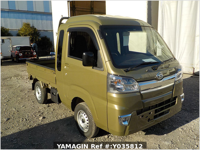 It is a picture of the khaki daihatsu hijet truck in 2020,Sub Photo 0 Stock No.Y035812
