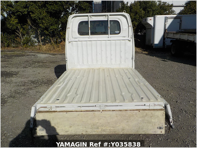 It is a picture of the white nissan clipper truck in 2004,Sub Photo 4 Stock No.Y035838