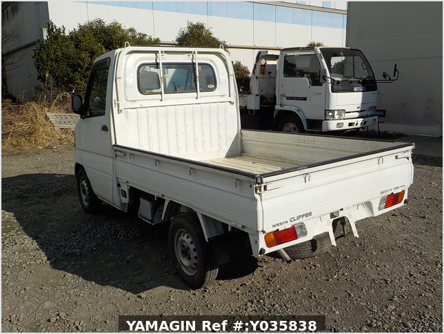It is a picture of the white nissan clipper truck in 2004,Sub Photo 3 Stock No.Y035838