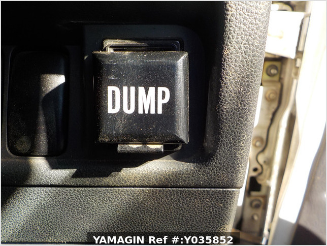 It is a picture of the white daihatsu hijet dump in 2005,Sub Photo 12 Stock No.Y035852