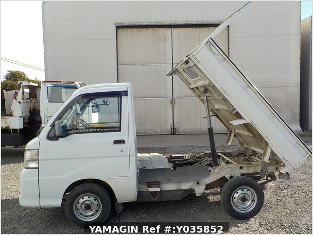 It is a picture of the white daihatsu hijet dump in 2005,Sub Photo 6 Stock No.Y035852