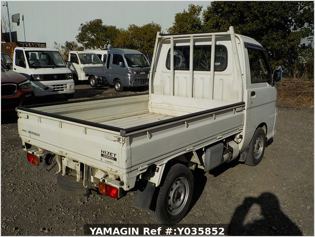 It is a picture of the white daihatsu hijet dump in 2005,Sub Photo 3 Stock No.Y035852