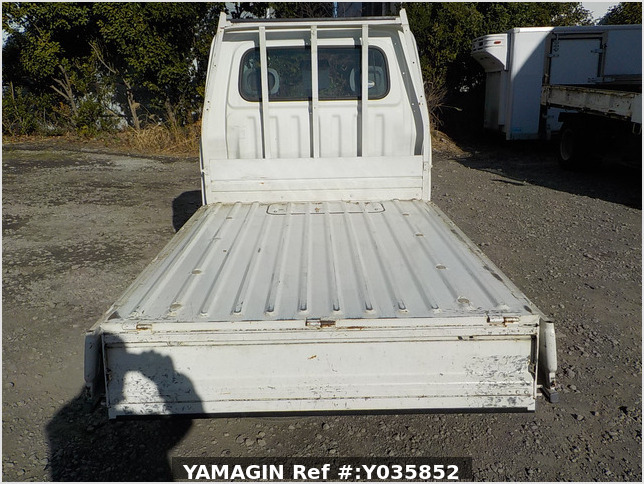 It is a picture of the white daihatsu hijet dump in 2005,Sub Photo 5 Stock No.Y035852