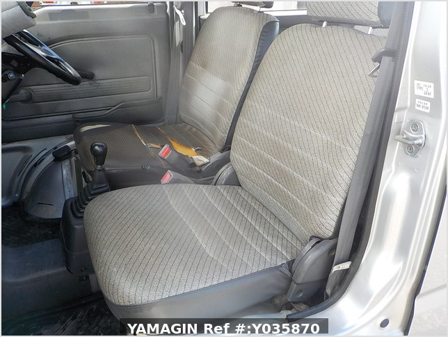 It is a picture of the silver honda acty passenger van in 1993,Sub Photo 7 Stock No.Y035870