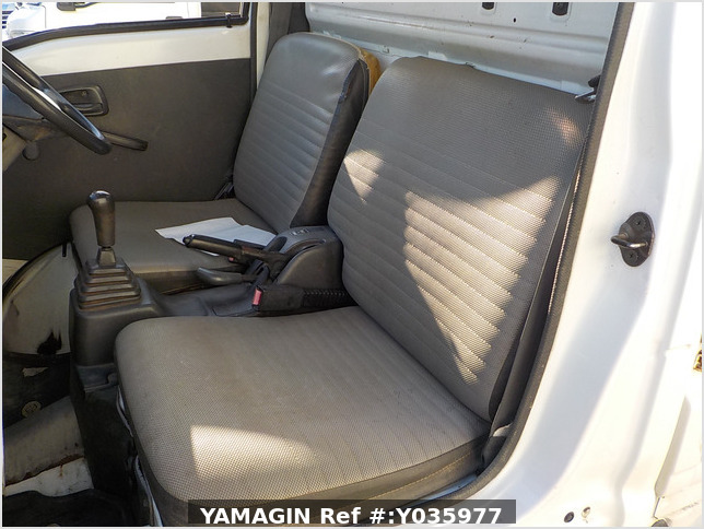 It is a picture of the white suzuki carry truck in 1995,Sub Photo 8 Stock No.Y035977