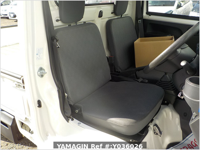 It is a picture of the white daihatsu hijet truck in 2015,Sub Photo 12 Stock No.Y036026