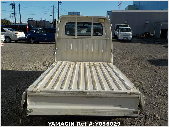 It is a picture of the white daihatsu hijet truck in 2003,Sub Photo 4 Stock No.Y036029