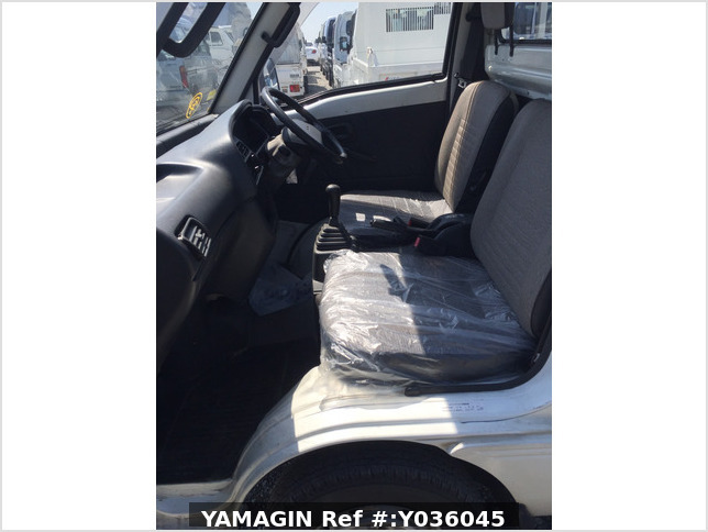 It is a picture of the white suzuki carry truck in 1993,Sub Photo 5 Stock No.Y036045